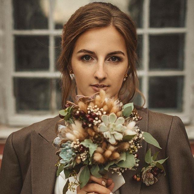 Свадебный букет невесты из сухоцветов со сложной монтажной техникой