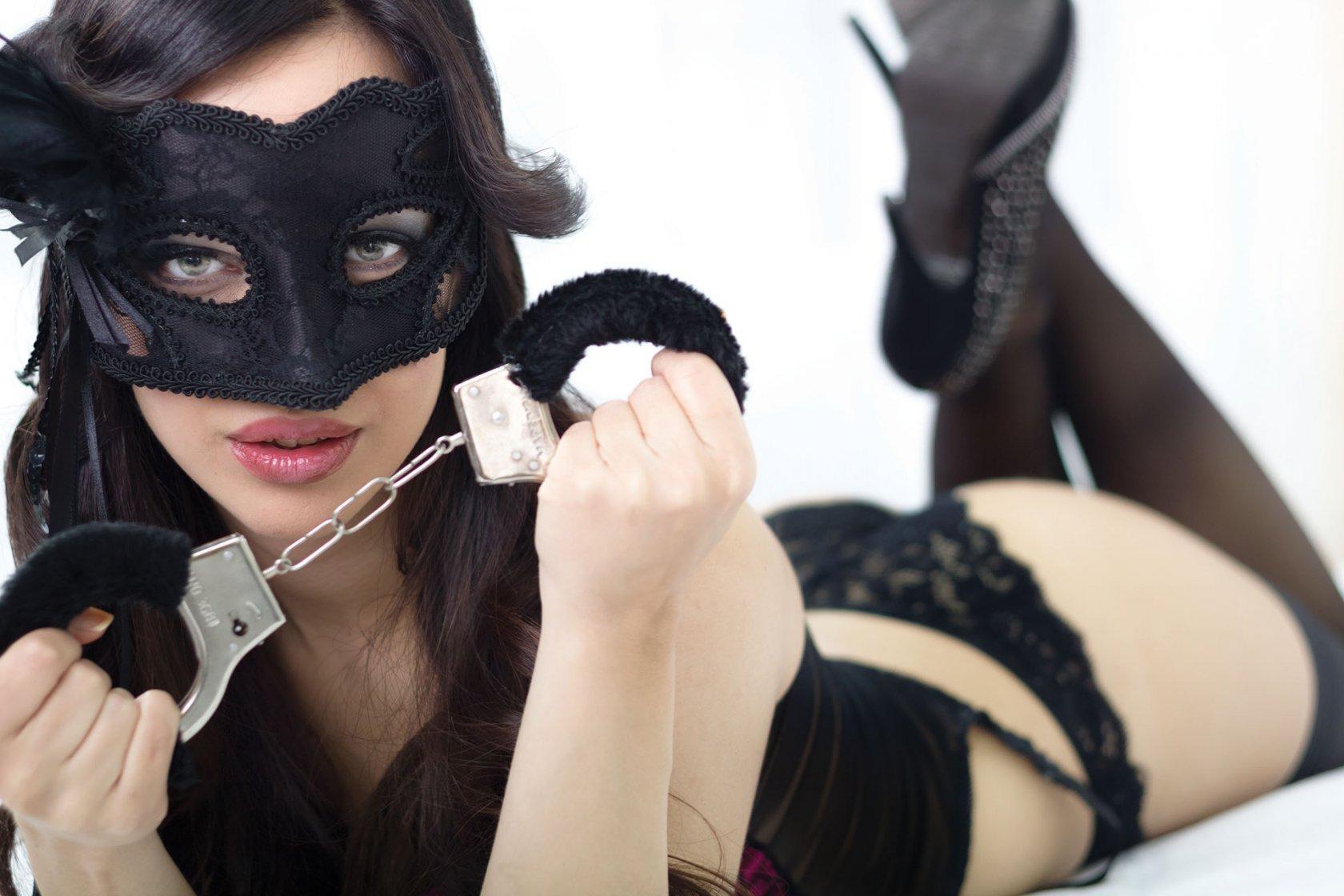 Секс с привязанной девушкой на дому, Порно видео онлайн: ДомашнееБондаж и связывание 17 фотография