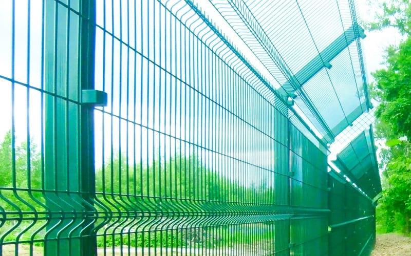3D забор с дополнительными наклонными секциями сверху