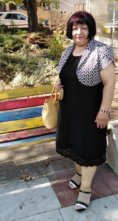 Черна дантелена рокля в голям размер и болеро с къс ръкав от Ефреа.