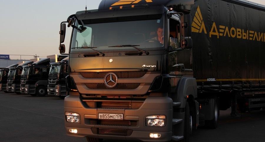 Крупные перевозчики используют стандартный универсальный прицепной состав производства известных компаний: Schmitz Cargobull, Krone, Kögel (фото: «Деловые линии»)