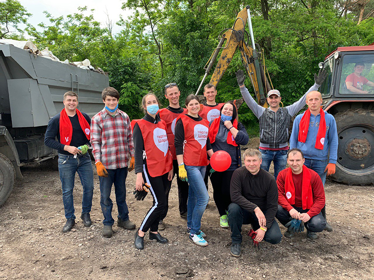 Активисты Партии Шария убрали свалку в Орловщанском лесу - фото