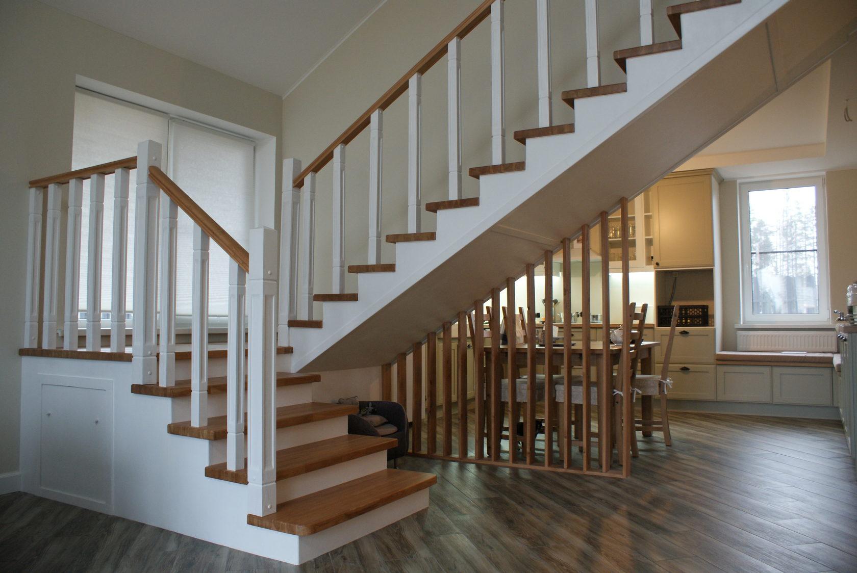 Деревянные лестницы между этажами фото