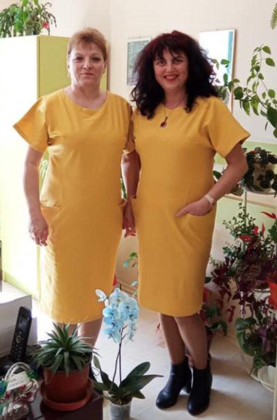 Клиентки на Ефреа с модерни жълти рокли с къс ръкав
