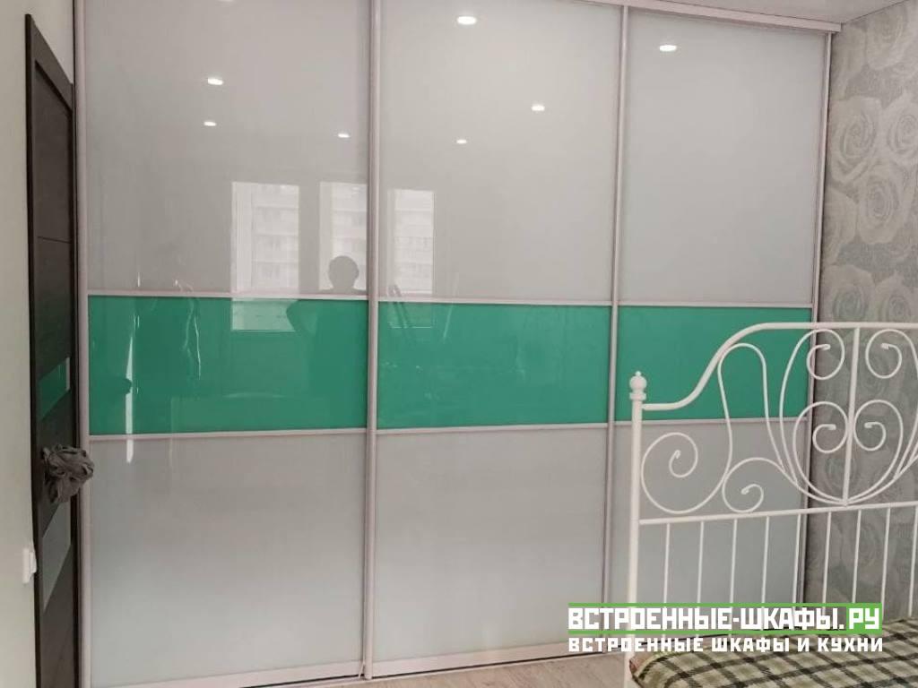 Шкаф купе с цветными стеклами