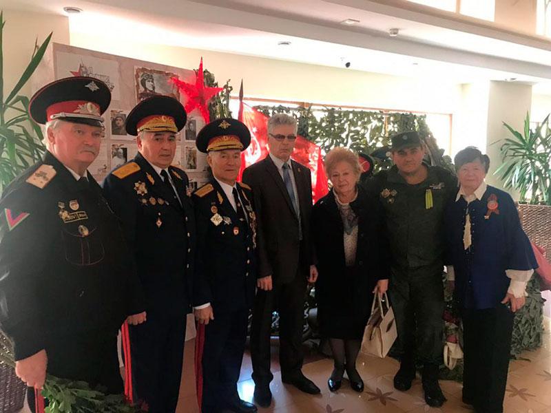 почетные-гости-урока-мужества-Защитники-Кавказа