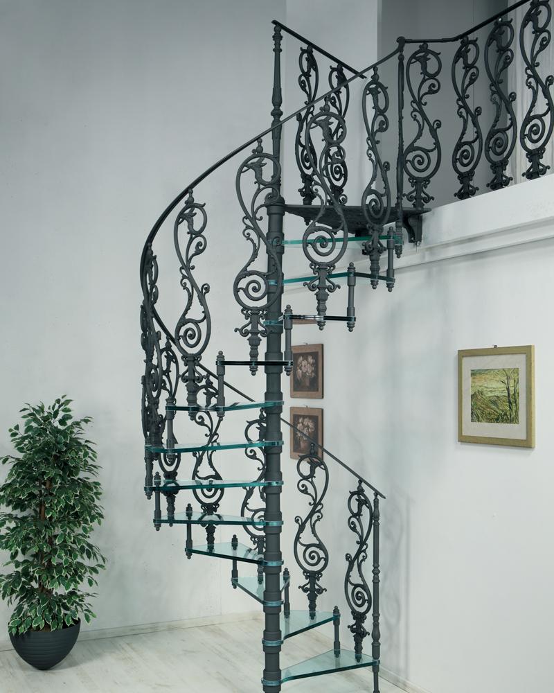 чугунная лестница со стеклянными ступенями