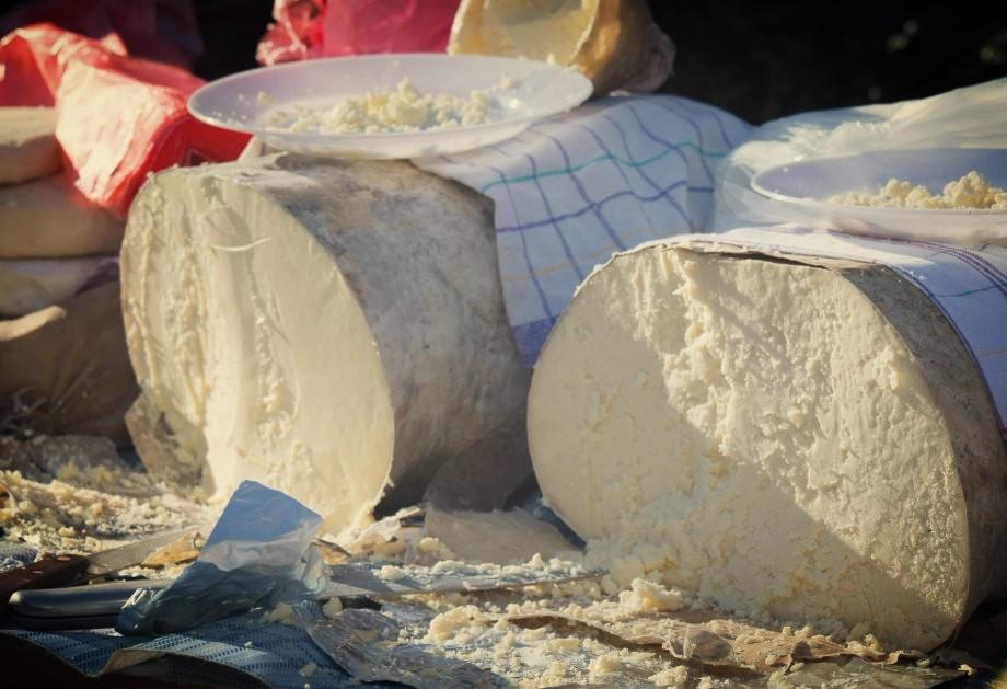 подарки и сувениры из черногории, что привезти из черногории, черногорский сыр, сыры из черногории