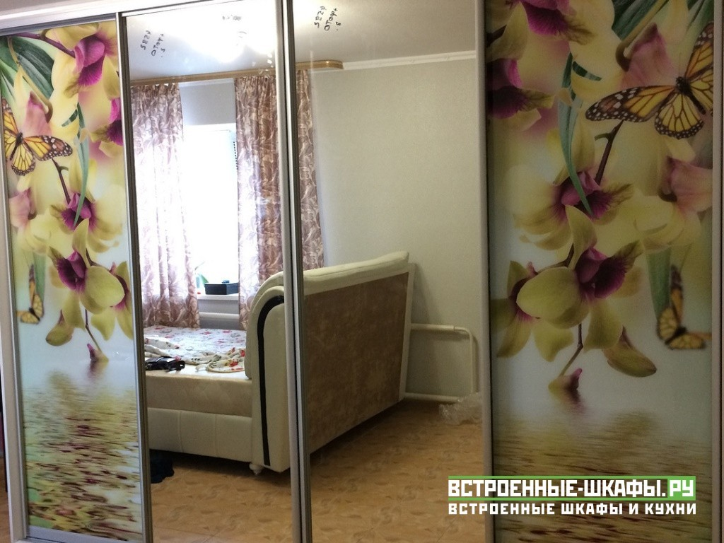 Шкаф купе в спальню с зеркалами и стеклами с фотопечатью