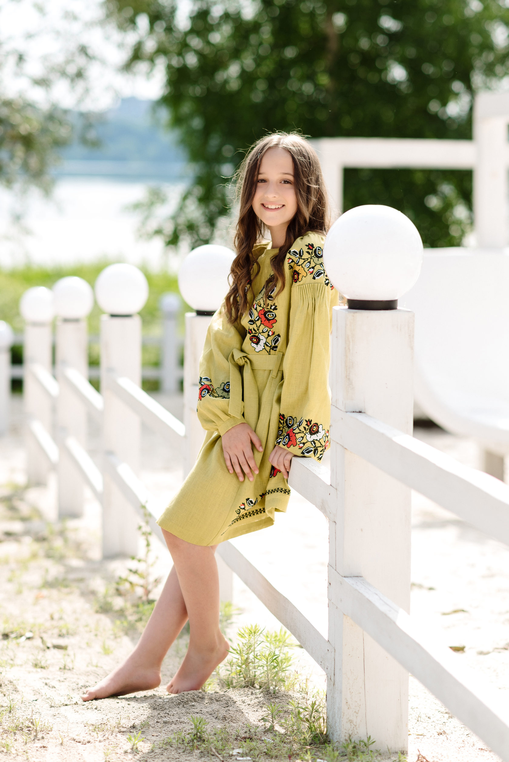 Гірчична дитяча вишита сукня з квітковим орнаментом 5940f0adbce0b