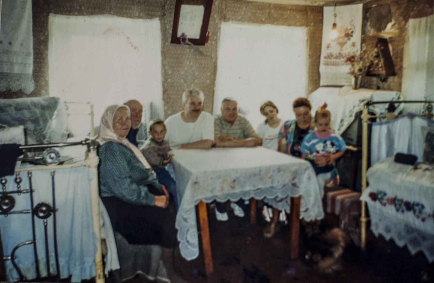 Աննա Կուդրյաշովայի ընտանիքը տան հյուրերի հետ Շորժայում