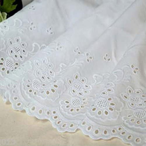 Английската дантела е изработена от памук с декоративни дупчици.