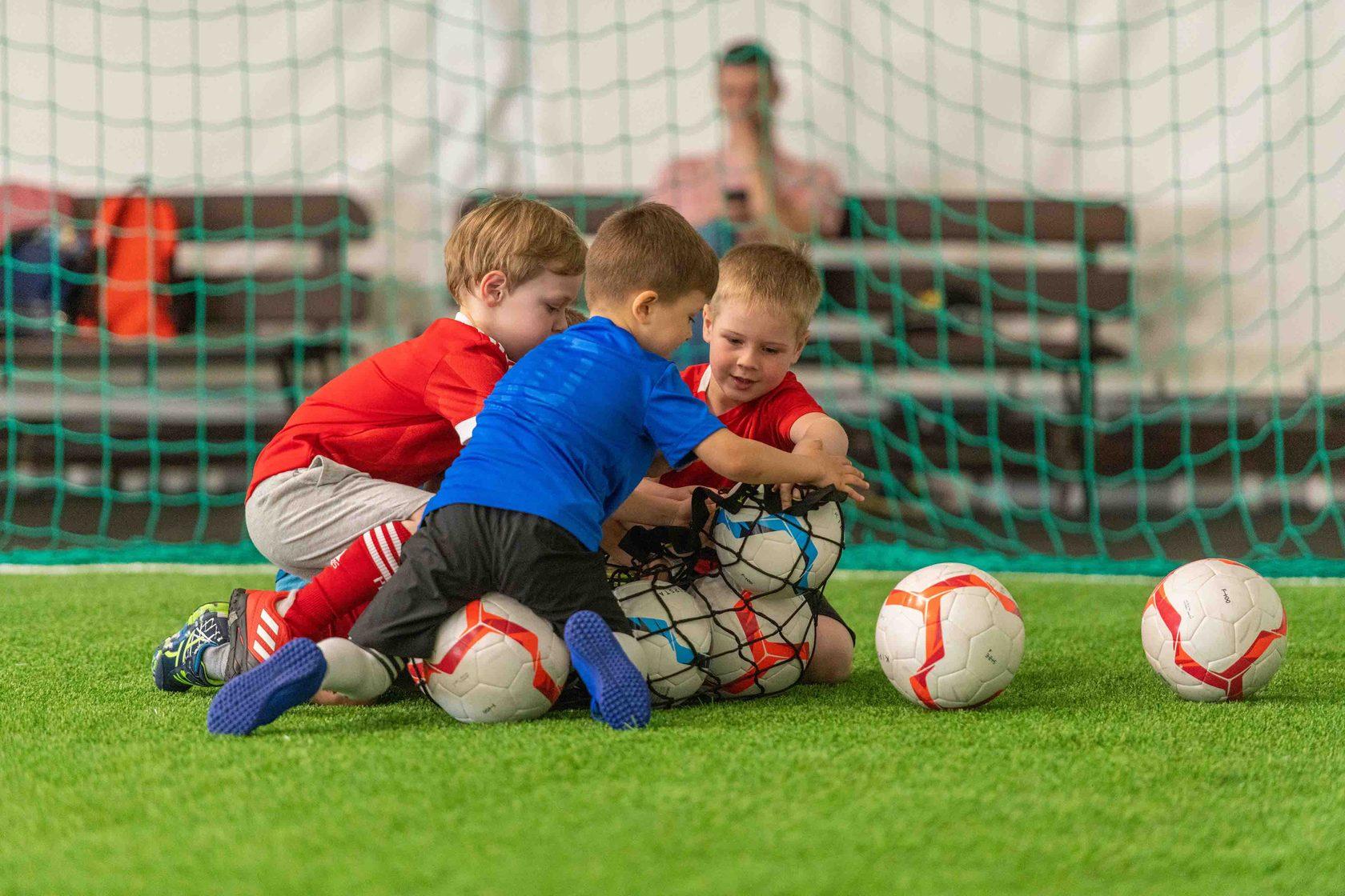 Картинки про футбол в школе