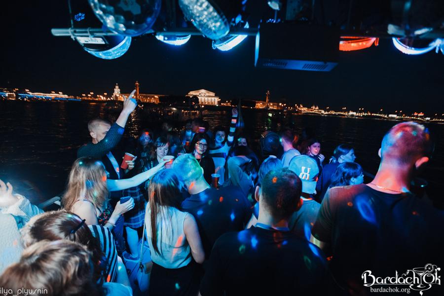 Ночные клубы на теплоходе списки в москве ночных клубов