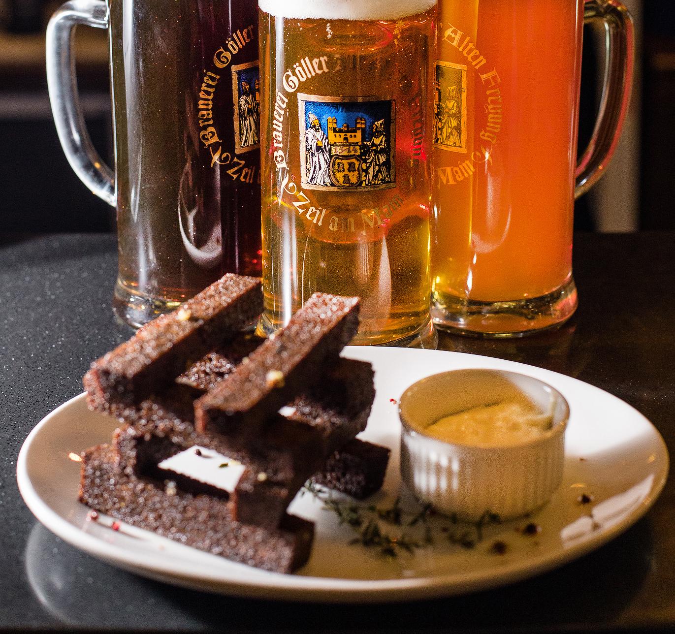Пиво и гренки картинка
