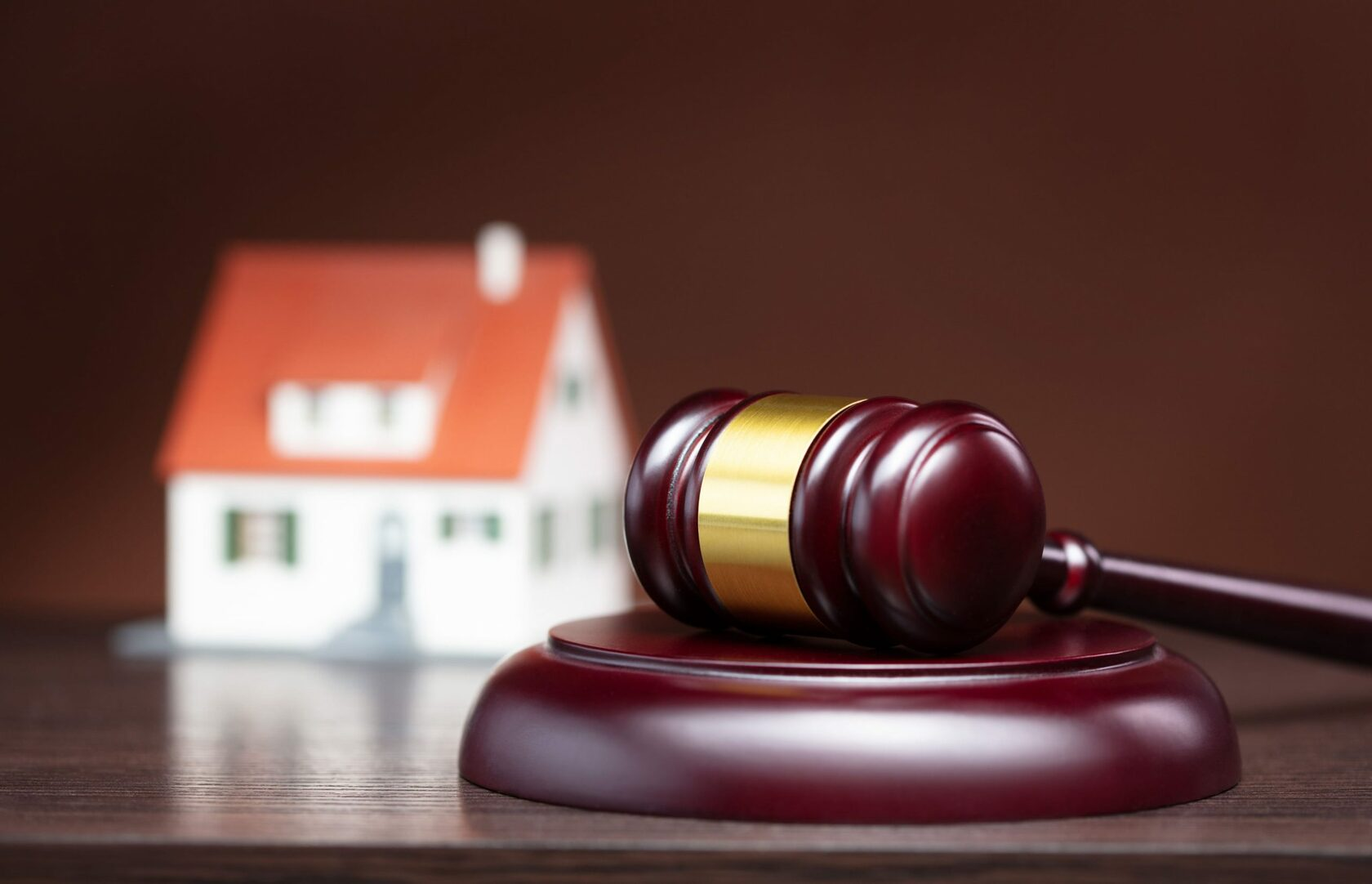 Наложили арест на имущество или счета: как действовать? Адвокат в Запорожье. Юридическое бюро Линия права