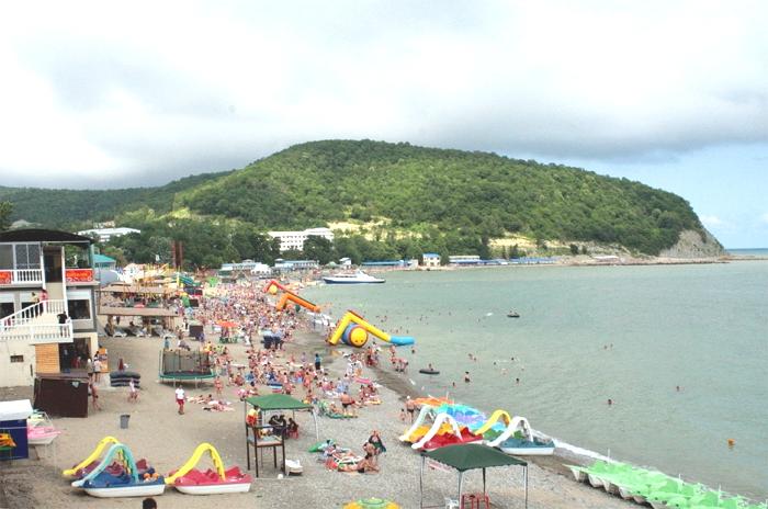Центральный пляж в Лермонтово
