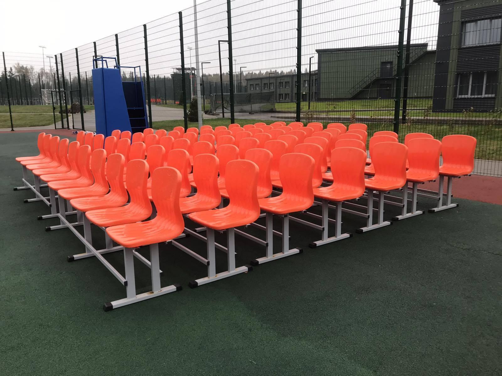 Произведены и поставлены мобильные скамейки зрительские на 5 мест  с пластиковыми сиденьями  и вышки судейские универсальные для Учебно-методического центра военно-патриотического воспитания молодёжи Авангард