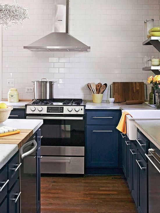 Гамма кухни: Сочетание темно-синего и белого