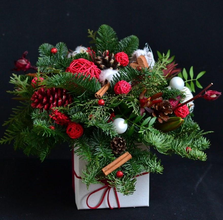 Хвойные букеты из елки, цветы