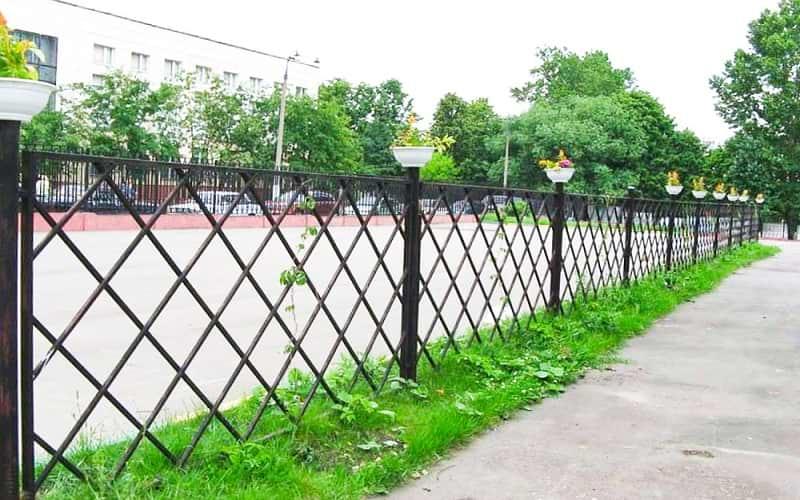 Сварной забор низкий с ромбами