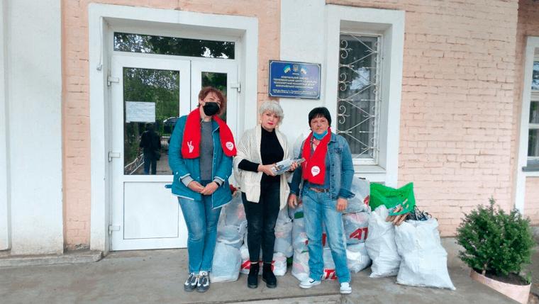 Активисты Первомайска помогли детскому приюту - фото