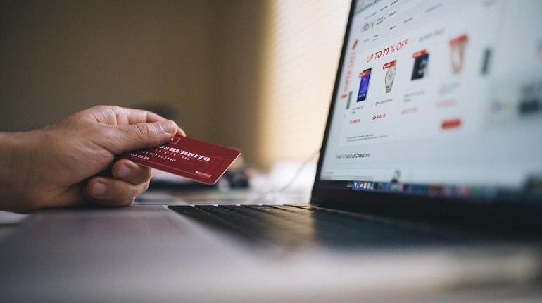 Интернет-торговля дает новые возможности для предприятий Петербурга. Фото: Baltphoto