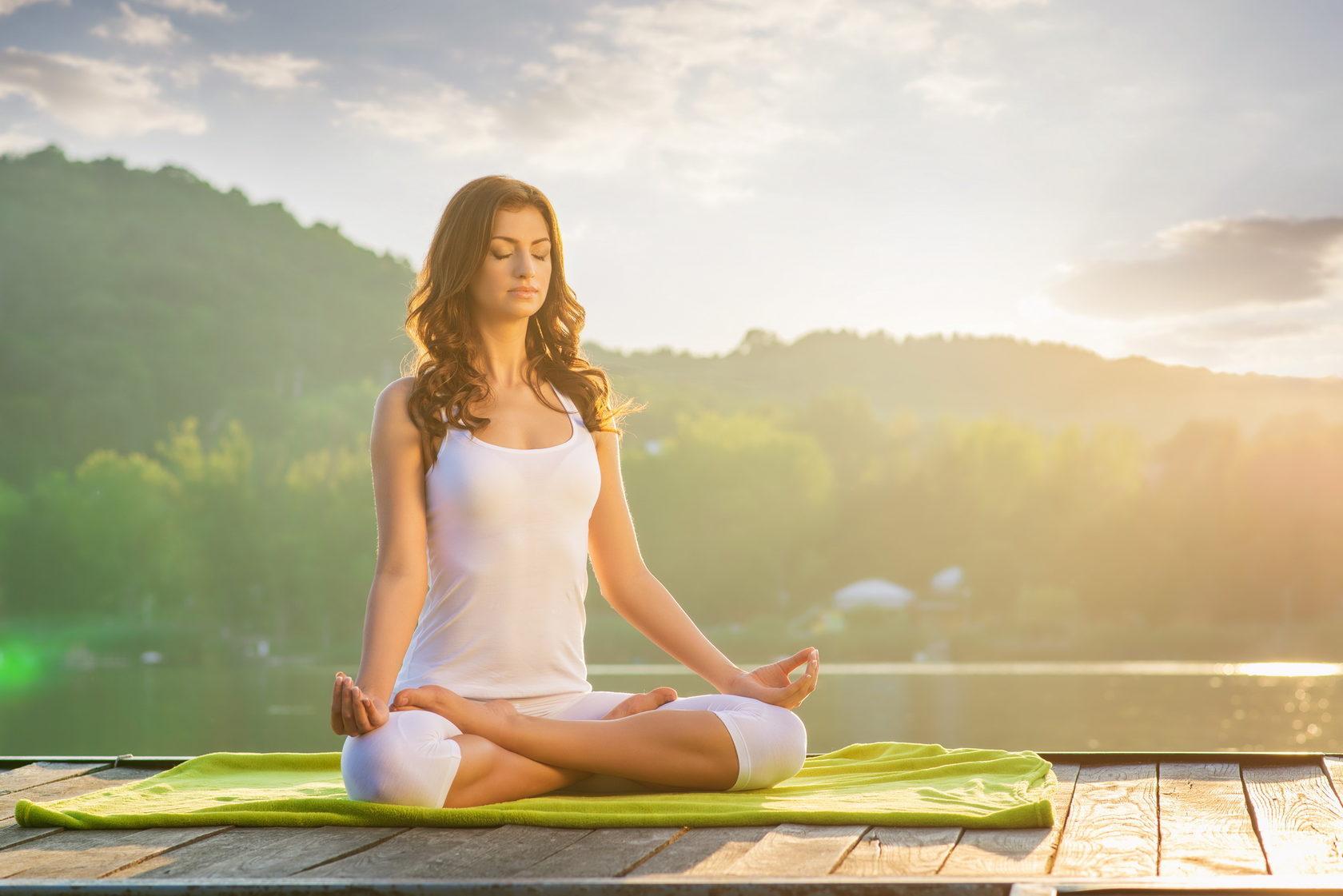 Картинки медитирующей женщины