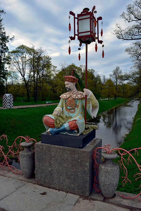 скульптуры китайцев в Царском селе