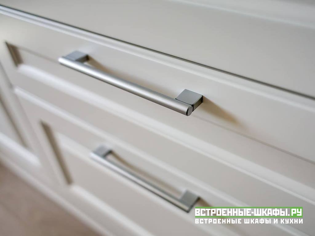 Встроенный распашной шкаф с дверцами МДФ эмаль