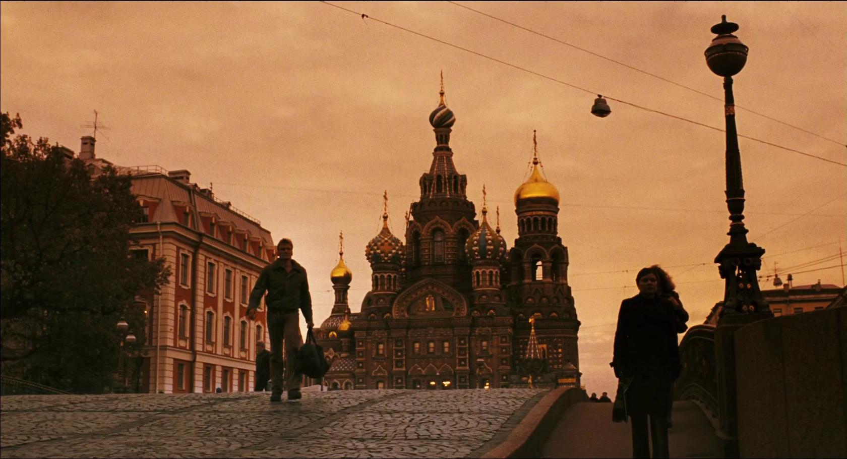 Храм Спаса на Крови – на его фоне, решив все боевые задачи, Лундгрен позирует в заключительных кадрах фильма.