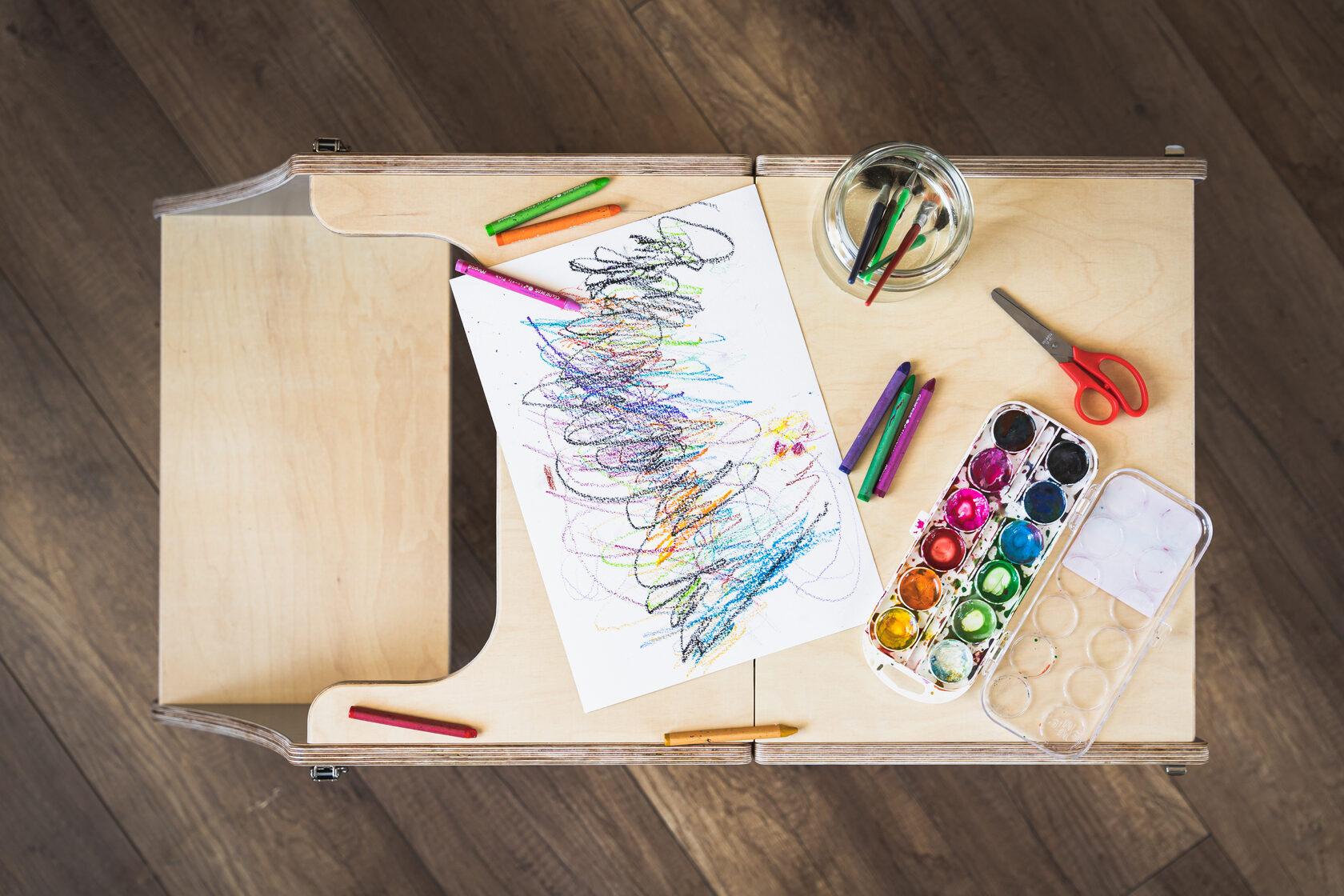 Montessori kāpslītis pārveidojams par galdiņu bērniem