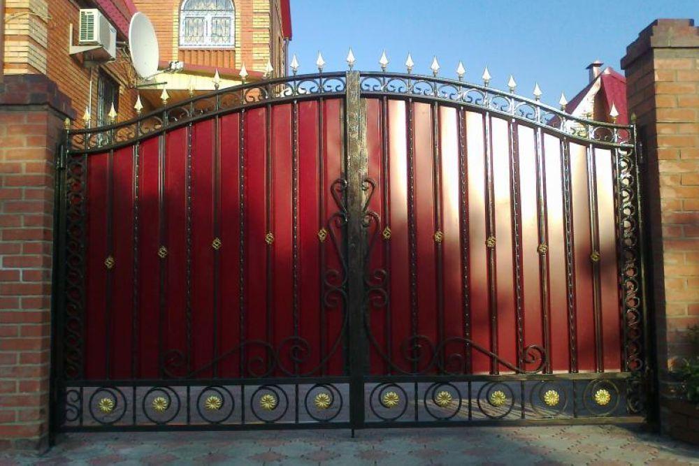 кованые ворота с профлиста фото