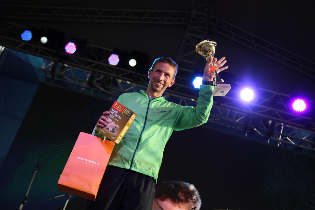 Награждение абсолютов в беге на 10,5 км на втором ЗСД Фестивале, на фото Васильев Денис