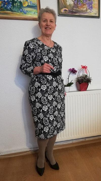 Дамски рокли за възрастни жени от онлайн магазин Efrea.