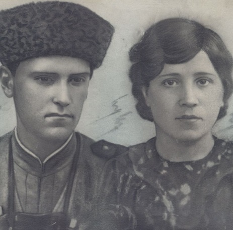 Иван Олейник (1925 — 1945)  Мария Олейник (Дементьева) (1924 — 1997)