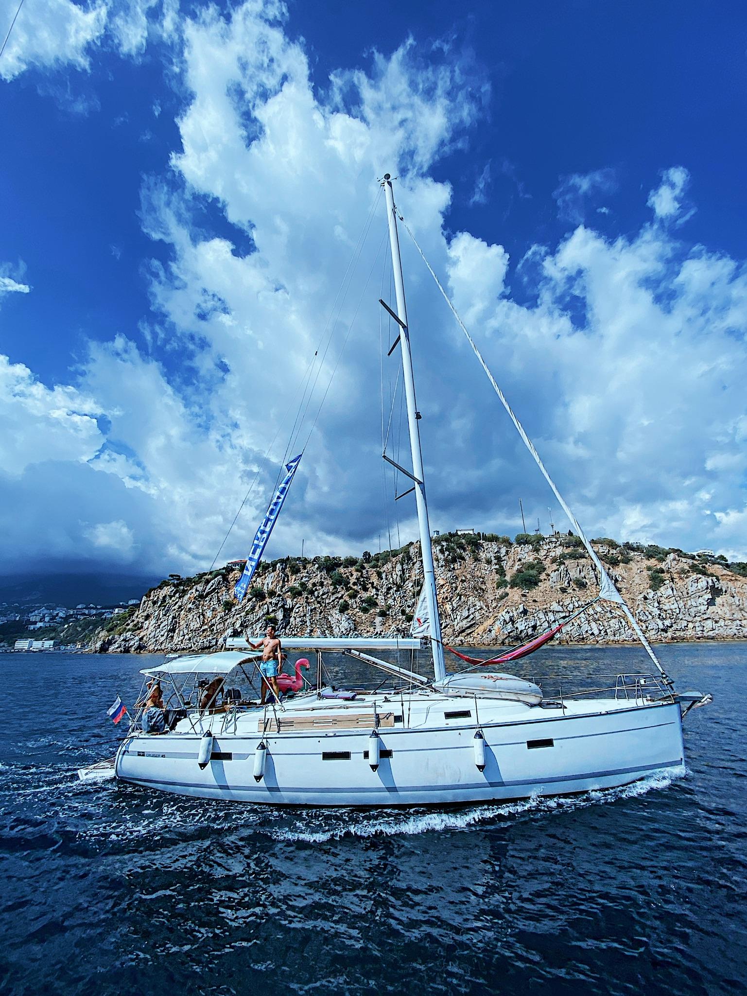 Что лучше яхта или катамаран?