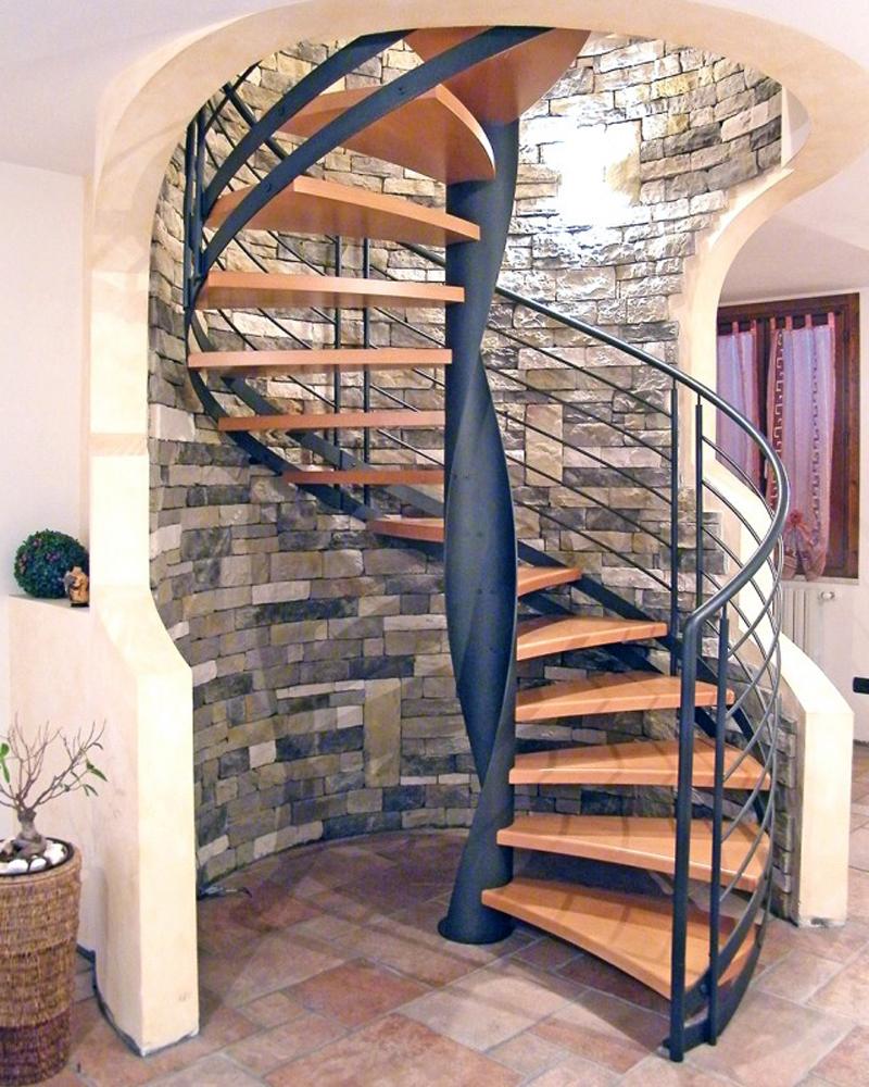 винтовая лестница большого диаметра