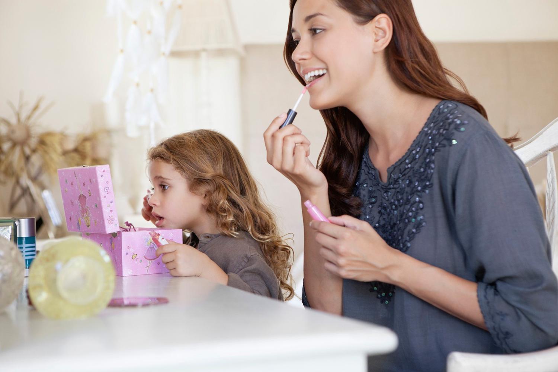 картинка мать  и дочь соперницы