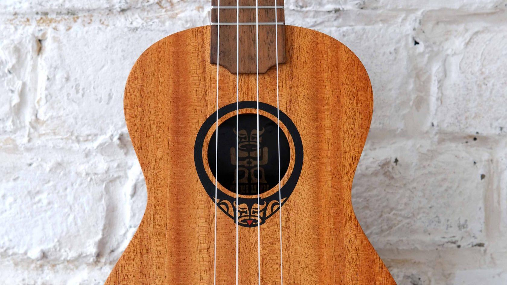 купить укулеле сопрано LAG в тонком корпусе с фирменным чехлом в комплекте в магазине укулеле Ukelovers, ukulele soprano, укулела