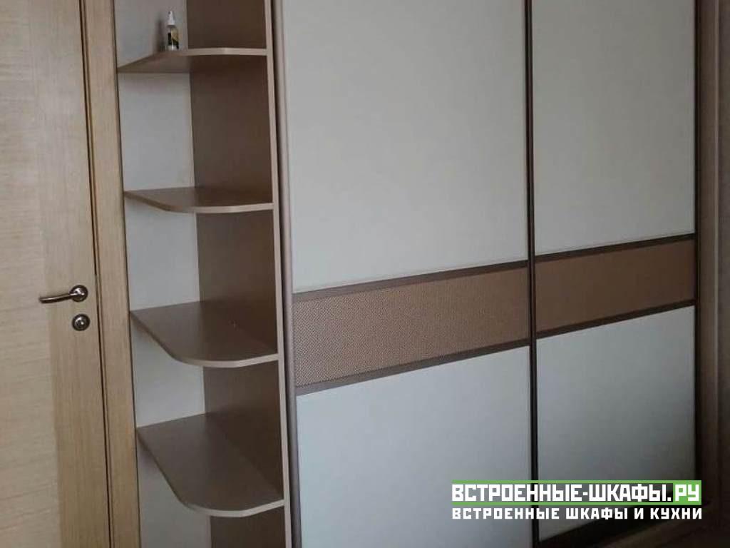 Встроенный шкаф купе на заказ с кожаными вставками