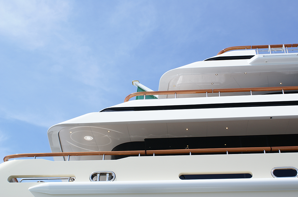 Super yacht capping rail