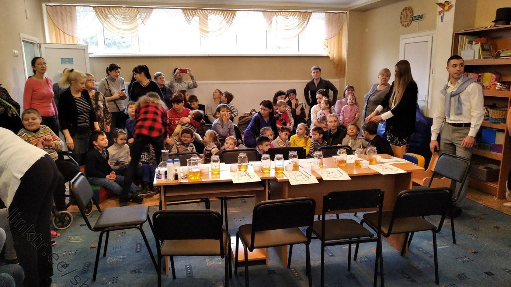 Партия Шария посетила детский дом и подарила детям подарки.