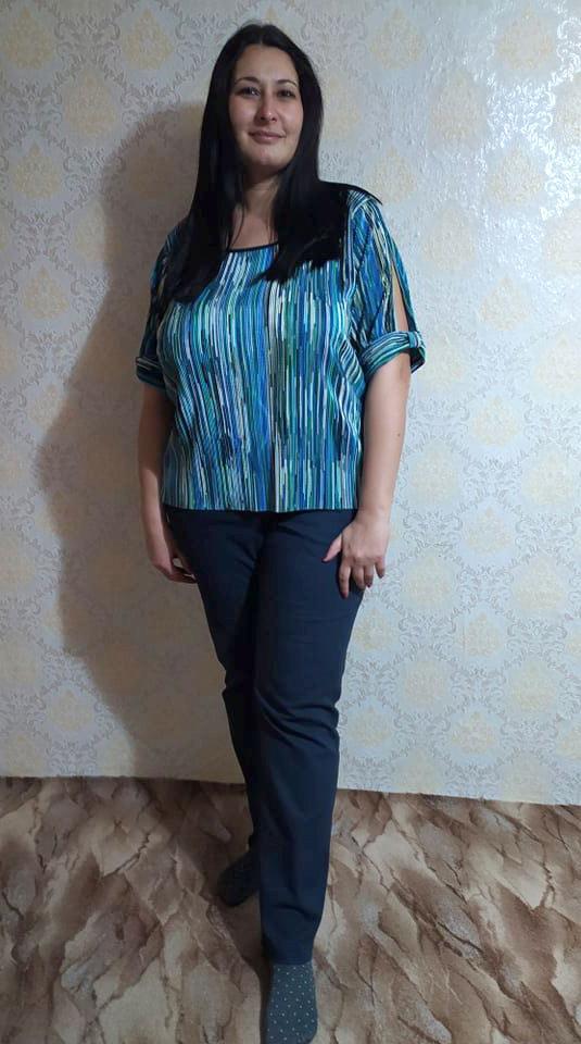 Дамска блуза на тънки сини райета за топлите дни на 2021 и 2022 от Ефрея.