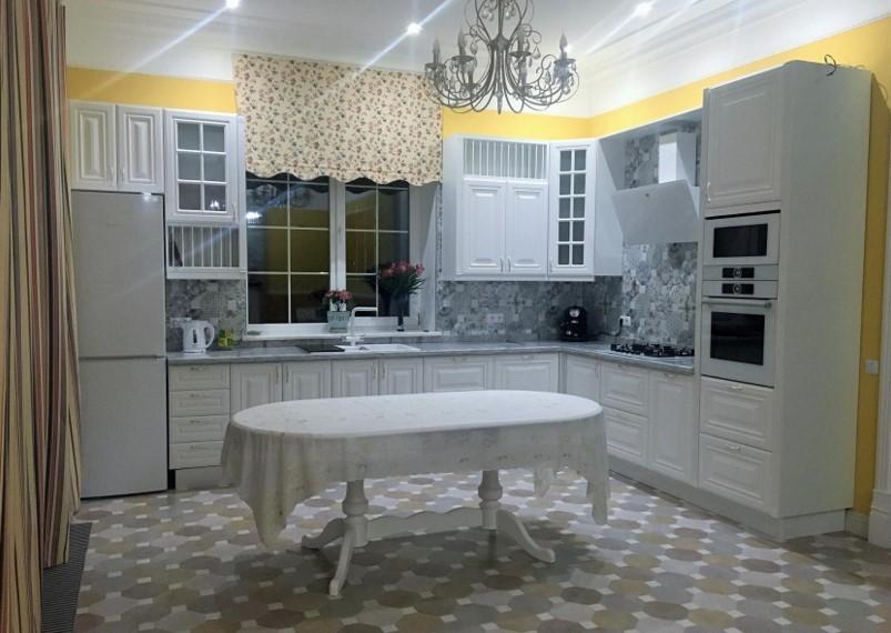 Как сочетать цвета с другими цветами в интерьере гостиной