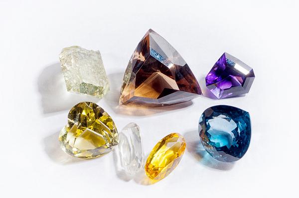 Отличие натуральных драгоценных камней от искусственных