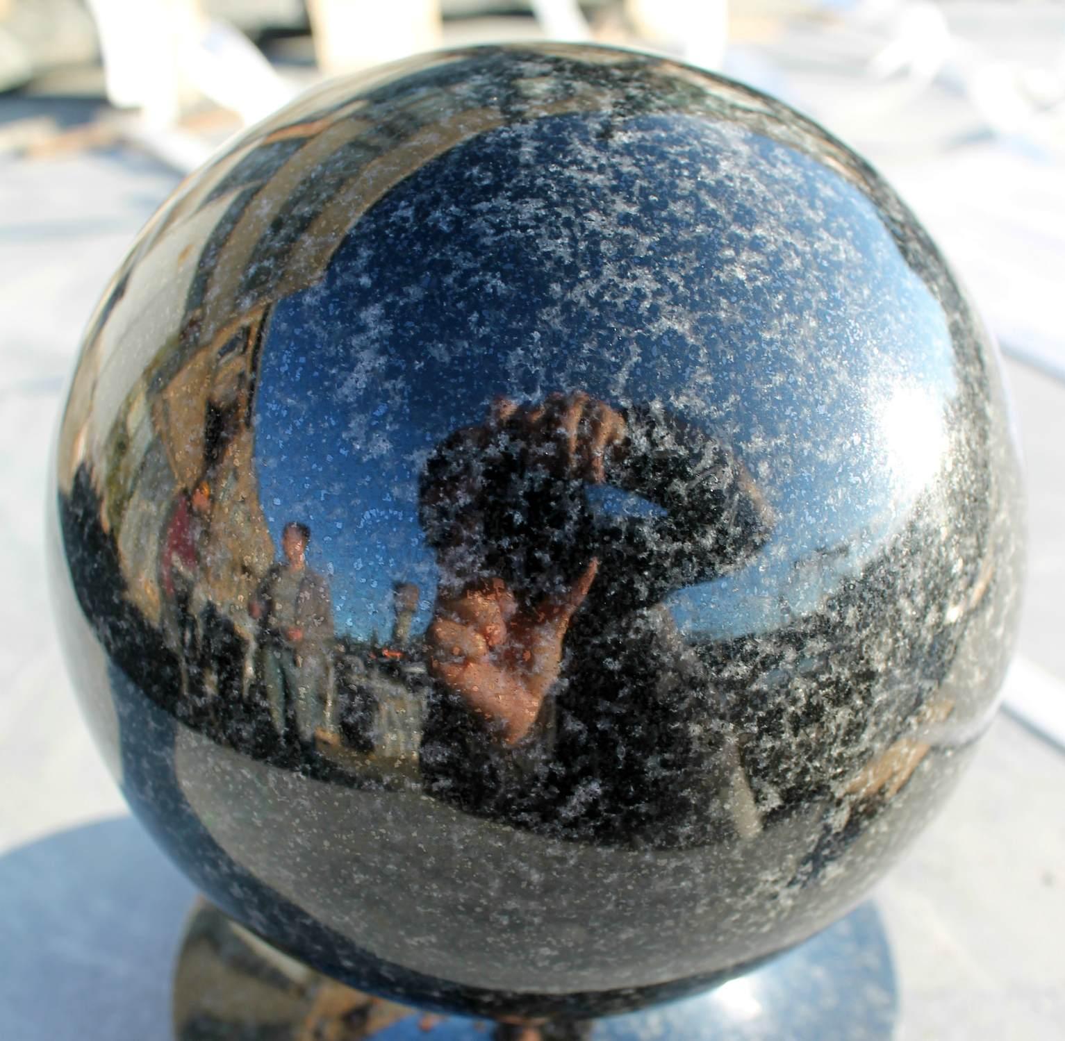 Гранитный шар из габбро