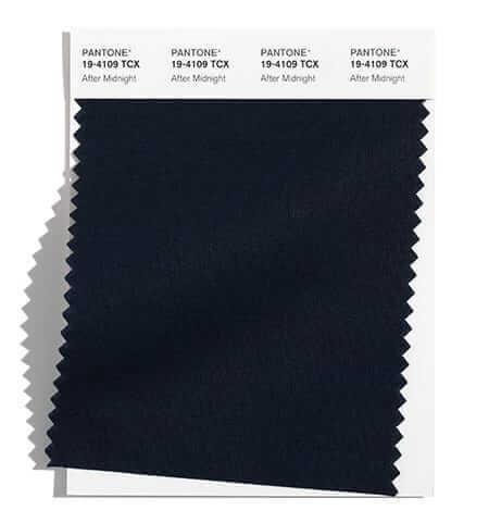 After Midnight е тъмносиньо, почти черно и е сред модерните цветове на Пантоне за есен зима 2021/2022
