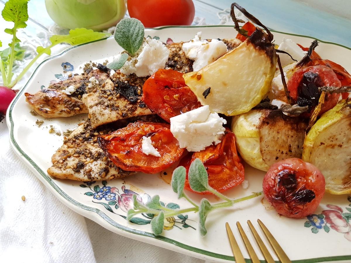 Запеченный кольраби с помидорами и куриным филе в заатаре. Рецепт с фото. Вкусный Израиль.