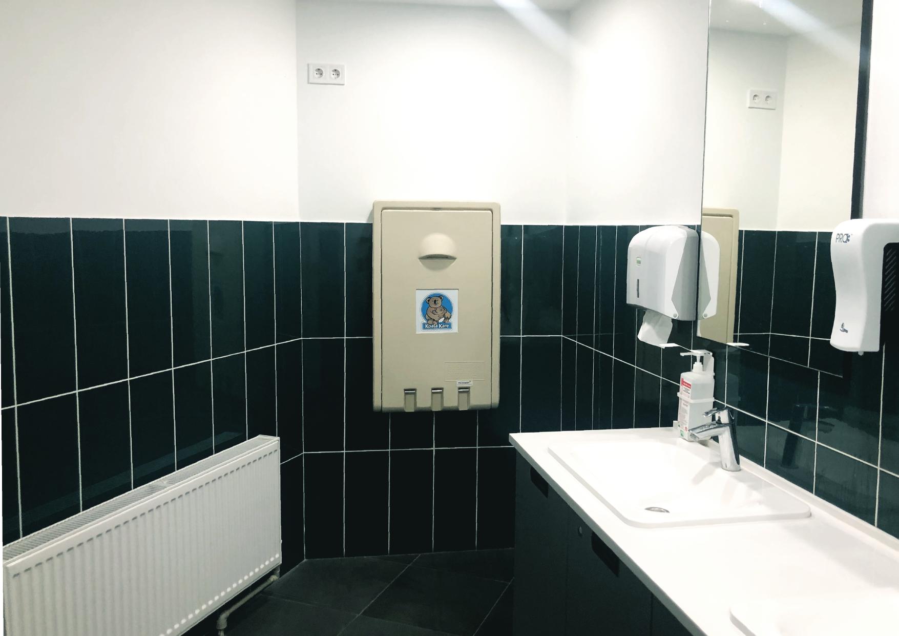 Туалети для відвідувачів стали комфортнішими, у нас також з'явився пеленальний столик.